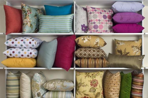 Almofadas são um acessório decorativo multifuncional e que dão muito charme aos ambientes