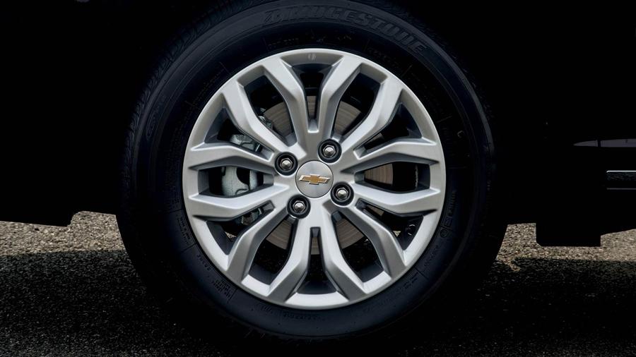 """As rodas 15"""" tem design elaborado e diferenciado para a versão ELITE."""