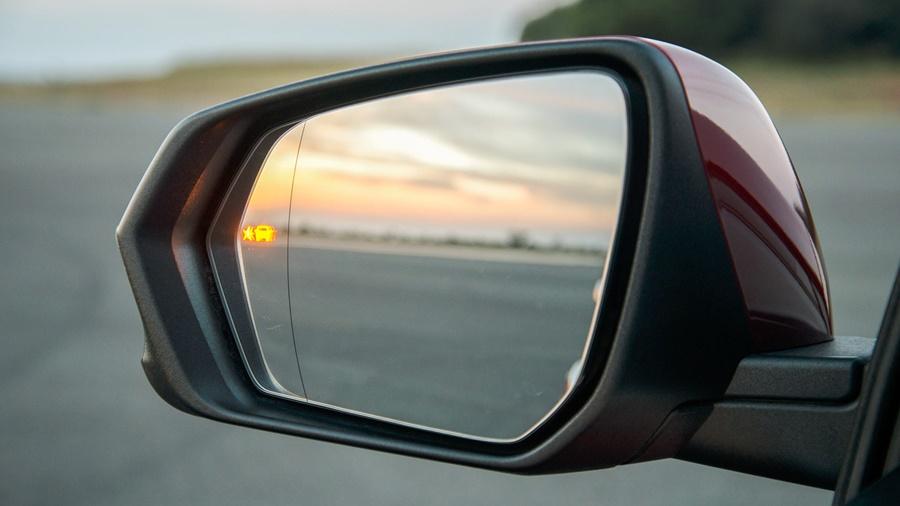 O Chevrolet Equinox conta com alerta de ponto cego