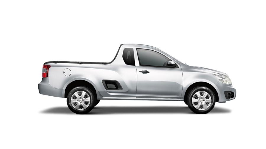 Montana LS - Para-choques e espelhos externos na cor do veículo.