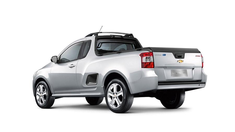 Montana LS - Lateral traseira da Chevrolet