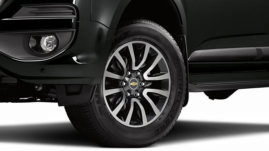 Rodas de alumínio de 18 polegadas completam a robustez e o design imponente da S10 High Country