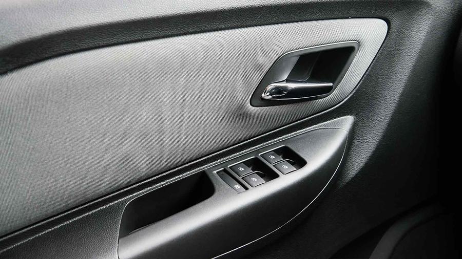 Chevrolet Spin 2018 vem maçanetas internas cromadas