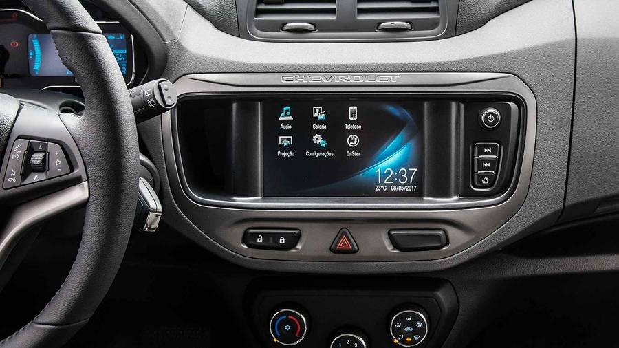 Praticidade: controle o rádio e telefone através de comandos no volante