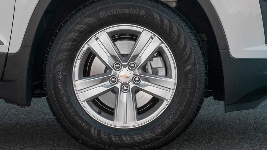 Outra mudança que deixa a versão Freeride ainda mais aventureira são as rodas de alumínio com aro de 16 polegadas.