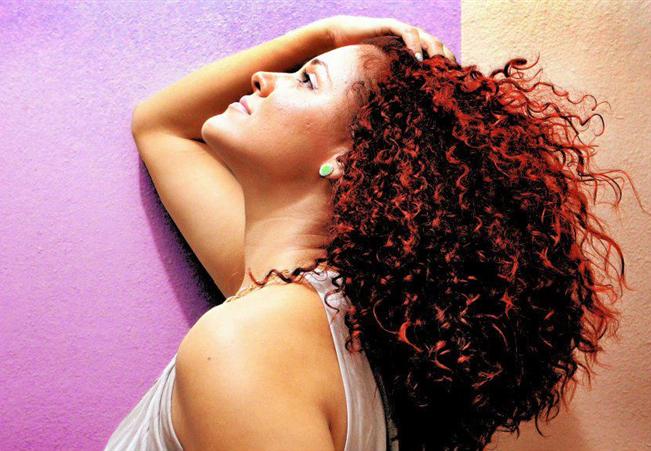 Cantora inscrita no The Voice Brasil se apresenta em Feijoada Beneficente da Cidade da Luz domingo