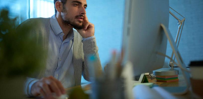 Saiba como e por qual razão monitorar seus concorrentes na internet